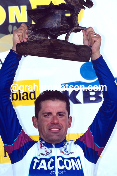 Gianluca Bortolami wins the 2001 Tour of Flanders