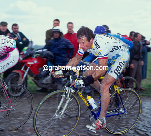 Gilbert Duclos-Lassalle in the 1993 Paris-Roubaix