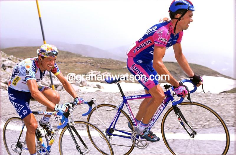 Gilberto Simoni and Paolo Lanfranchi in the 2000 Giro d'Italia