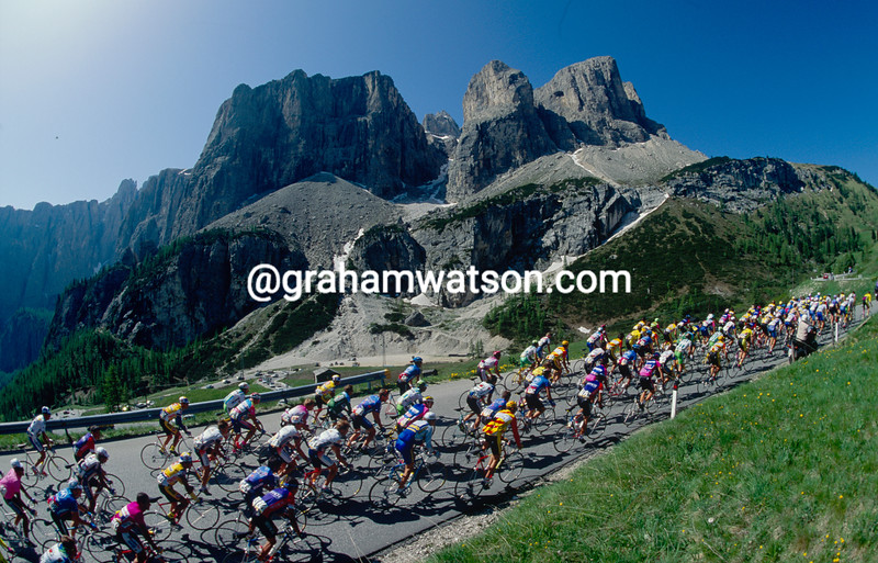 The peloton climbs in the Dolomites in the 1992 Giro d'Italia
