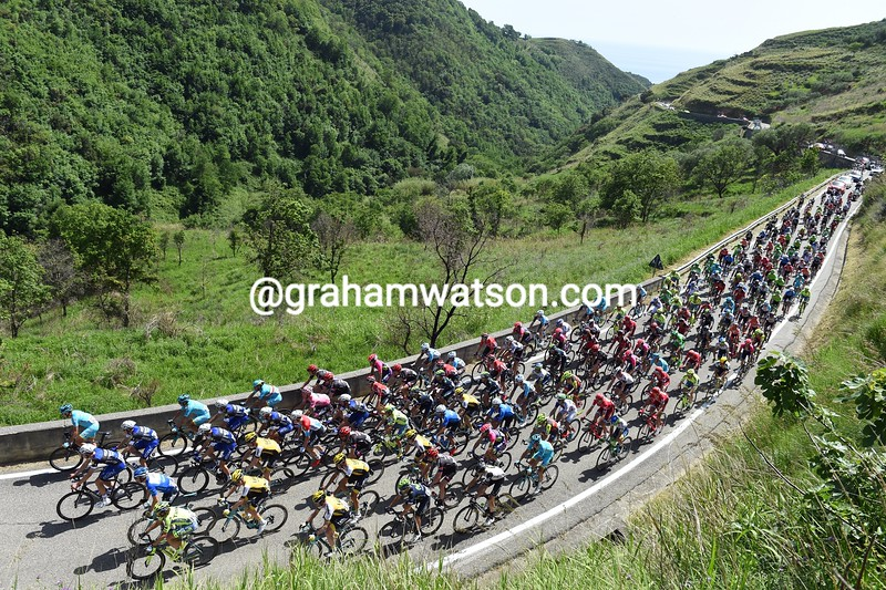The peloton on stage three of the 2016 Giro d'Italia