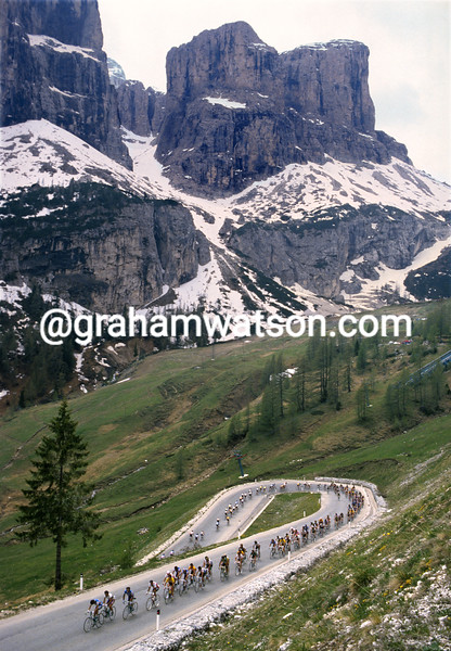 The peloton climbs in the Dolomites in the 1987 Giro d'Italia