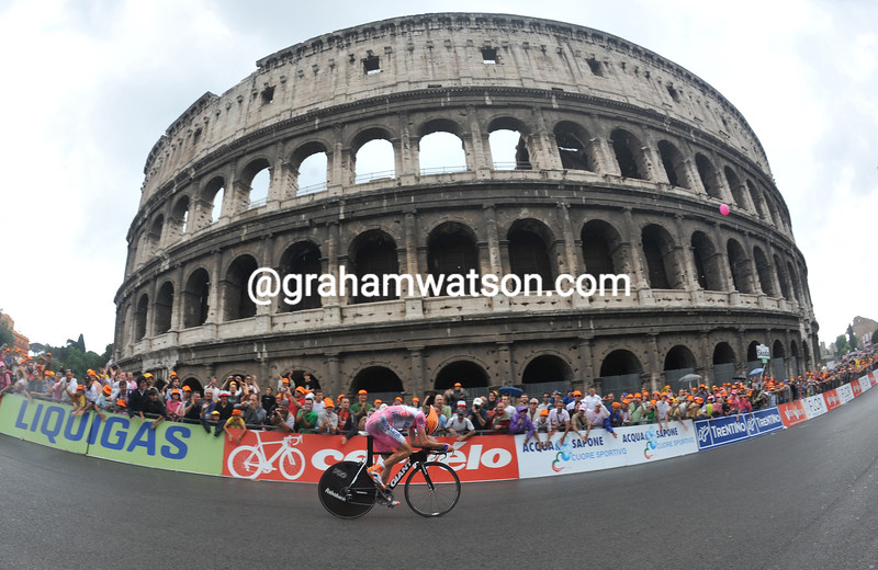 Denis Menchov races past the Coliseum in Rome on his way to winning the 2009 Giro d'Italia