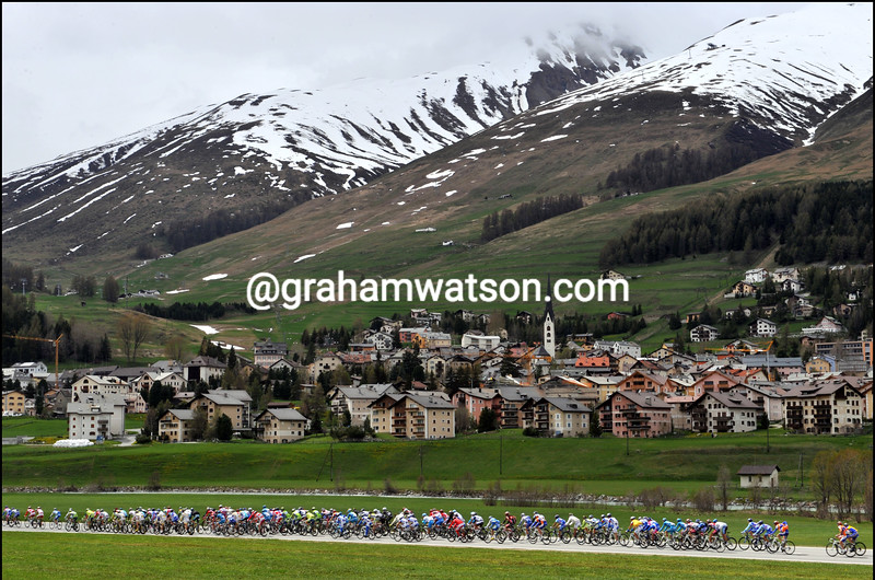 THE PELOTON RACES THROUGH SWITZERLAND ON STAGE SEVEN OF THE 2009 GIRO D'ITALIA