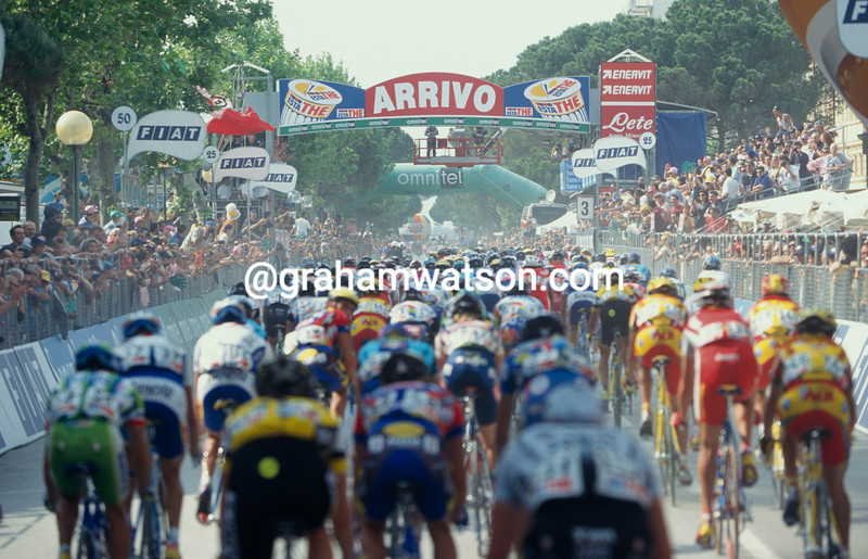 The peloton in Cesenatico in the 1994 Giro d'Italia