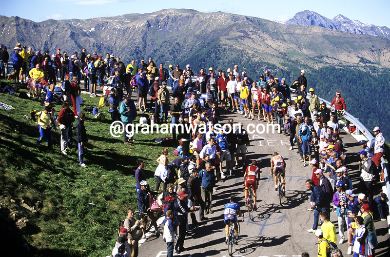 Cyclists on the Monte Zoncolan in the 2005 Giro d'Italia