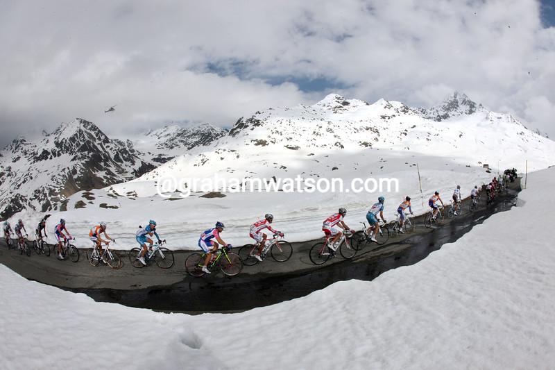 The peloton climbs the Gavia Pass in the 2010 Giro d'Italia