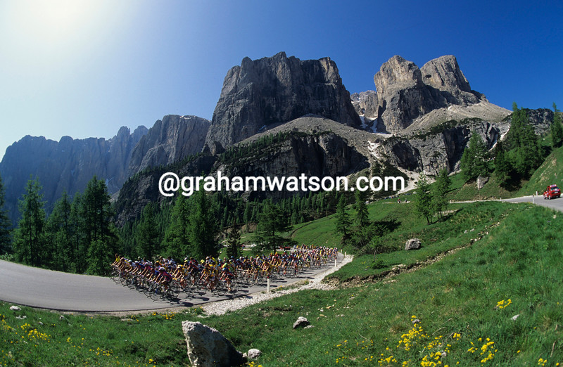The peloton in the 1992 Giro d'Italia