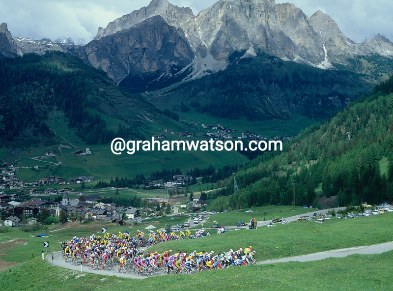 The peloton climbs above Corvara  in the 1993 Giro d'Italia