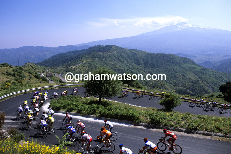 Cyclists in Sicily in the 2002 Giro d'Italia