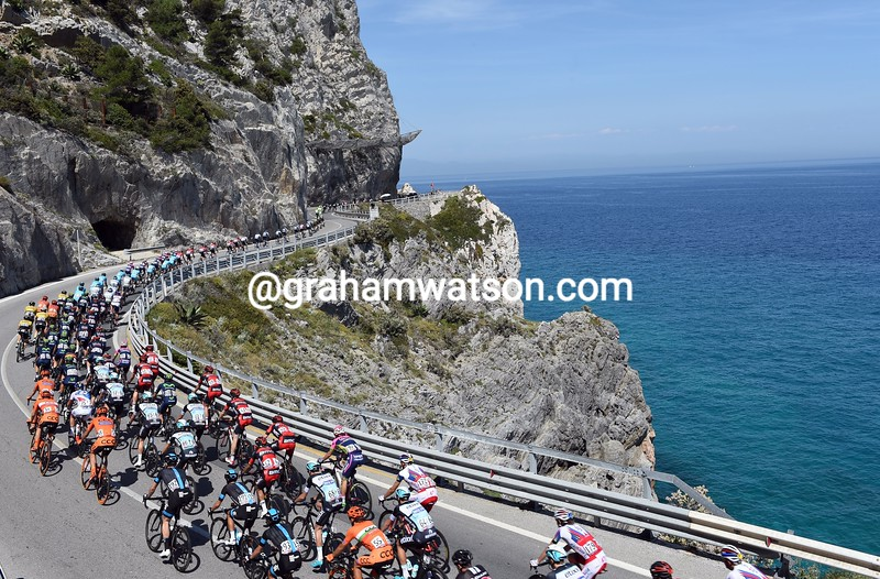 The peloton on stage two of the 2015 Tour of Italy