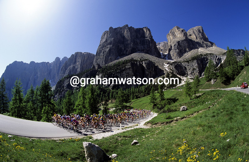 Cyclists climb the Passo Gardena in the 1997 Giro d'Italia