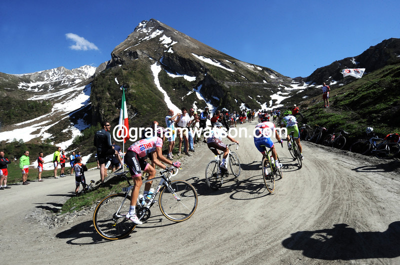 ALBERTO CONTADOR CLIMBS THE COLLE DELLA FINSTERE ON STAGE TWENTY OF THE 2011 GIRO D'ITALIA