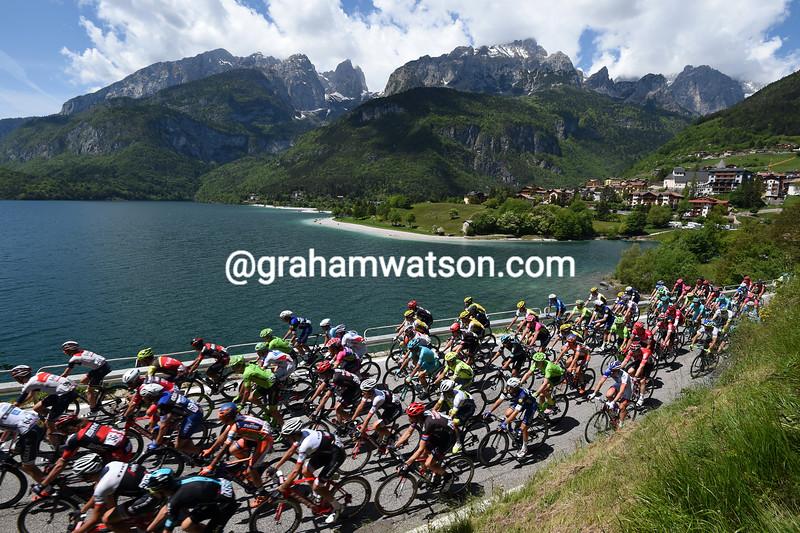The peloton leaves Molvino on stage seventeen of the 2016 Giro d'Italia