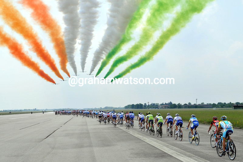 ITALIAN JETS FLY OVER THE PELOTON ON STAGE THREE OF THE 2009 GIRO D'ITALIA