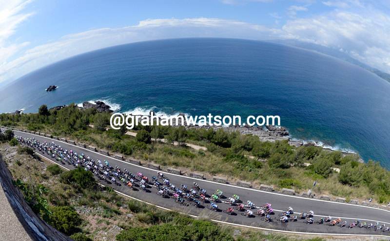 The peloton on stage four at the 2013 Giro d'Italia