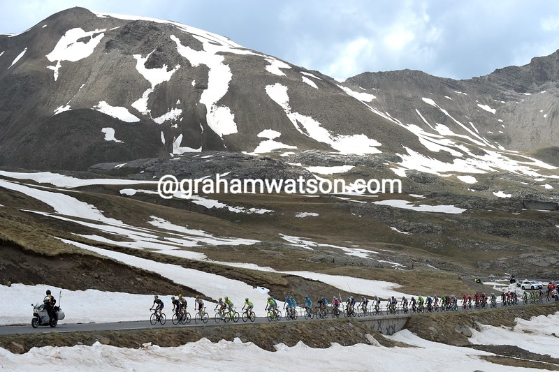 The peloton on the Col de Restafond on stage twenty of the 2016 Giro d'Italia
