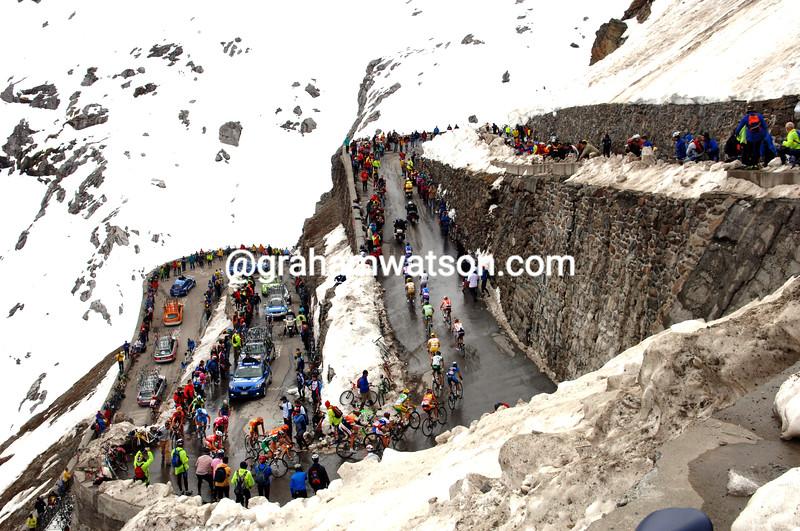 The 2005 Giro d'Italia climbs the Passo dello Stelvio