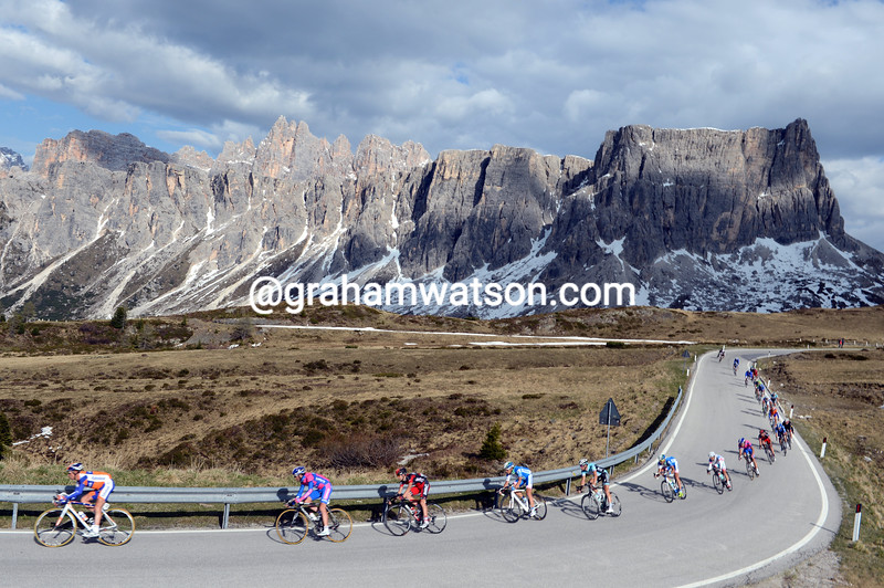 The peloton descends the Passo di Giau on stage seventeen of the 2012 Giro d'Italia