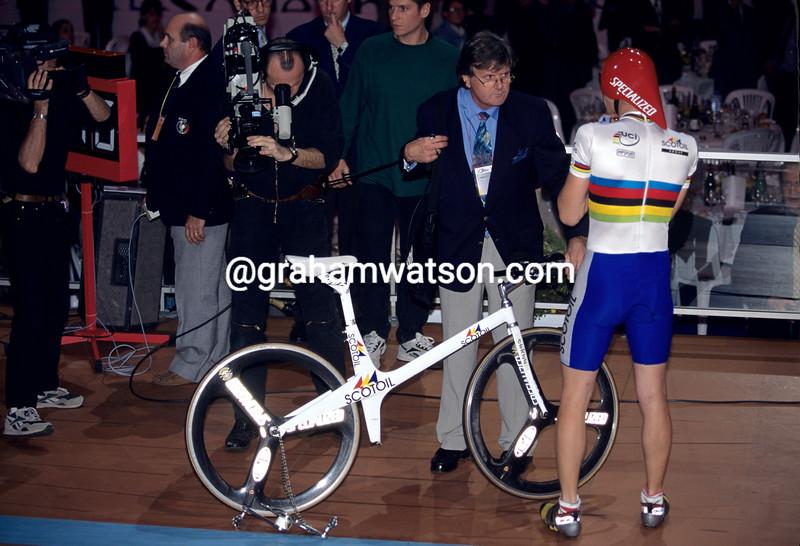 Graeme Obree with Frank Quinn at a 1993 pursuit race against Chris Boardman in Paris