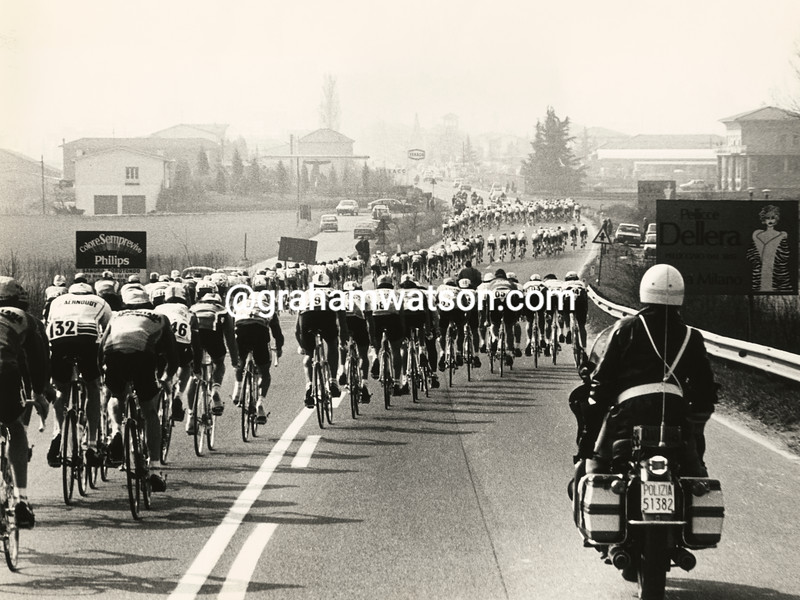 Wind splits the peloton in the 1983 Milan San Remo