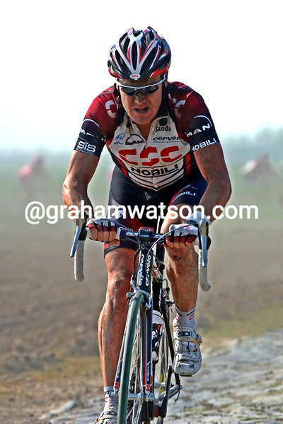 STUART O'GRADY DURING HIS WINNING RIDE IN THE 2008 PARIS-ROUBAIX