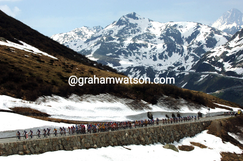 THE PELOTON CLIMBS THE FURKA PASS DURING STAGE SIX OF THE TOUR OF SWITZERLAND