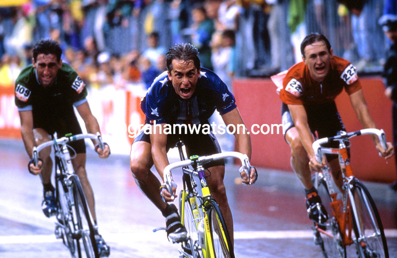 Greg Lemond wins the 1989 World Road Championship from Dmitri Konychev and Sean Kelly