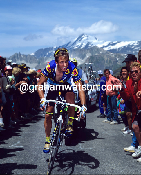 Greg Lemond climbs the Col d'Iseran in the 1992 Tour de France