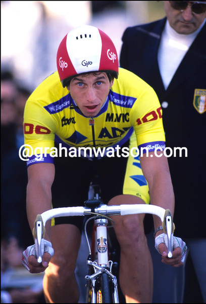 GREG LEMOND AWAITS THE START OF A TIME TRIAL IN THE 1989 GIRO D'ITALIA