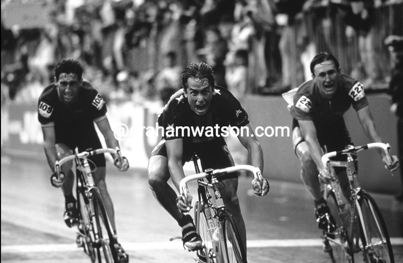 Greg LeMond wins the 1989 World Road Championship from Dmitri Konychev and Sean Kelly