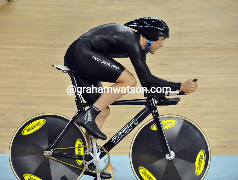 HAYDEN ROULSTON IN THE PURSUIT AT THE 2008 OLYMPIC GAMES
