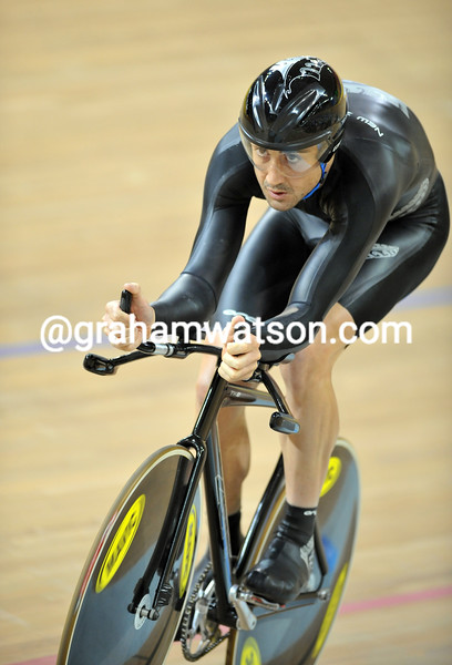 HAYDEN ROULSTON IN THE MENS PURSUIT AT THE 2008 OLYMPIC GAMES