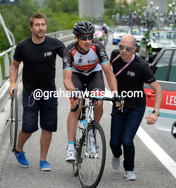 Hayden Roulston makes a wheel change on stage eleven at the 2013 Giro d'Italia
