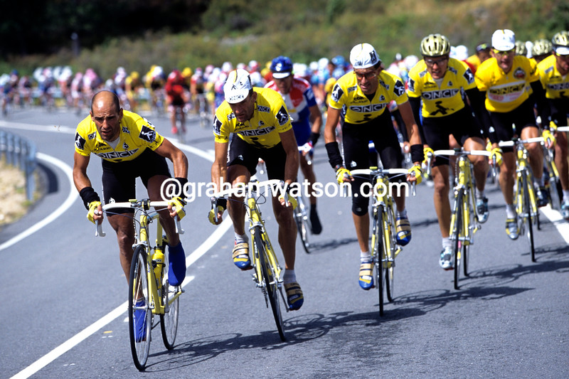 Herminio Diaz Zabala leads ONCE in the 1995 Vuelta a España