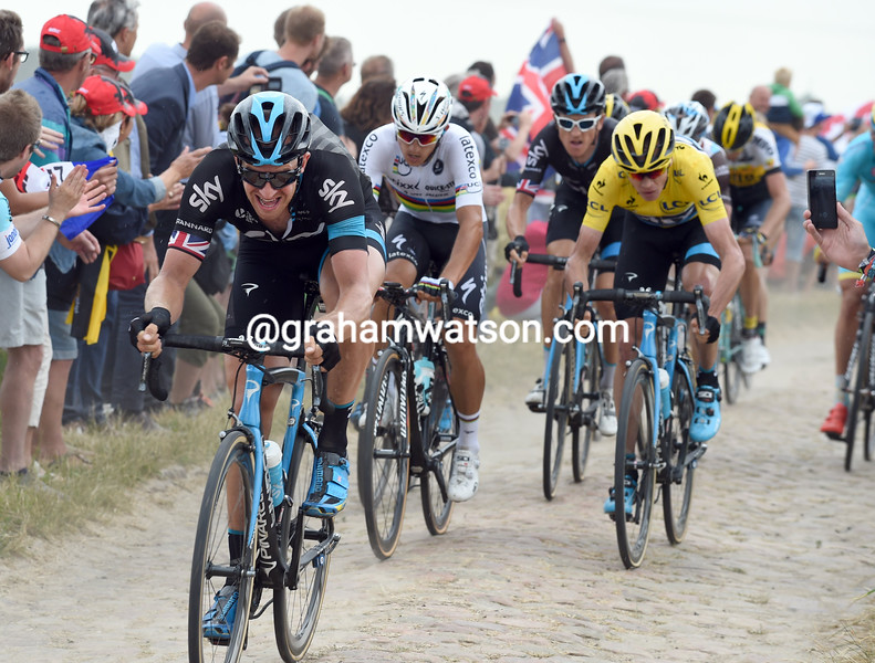 Ian Stannard protects Chris Froome on stage four of the 2015 Tour de France