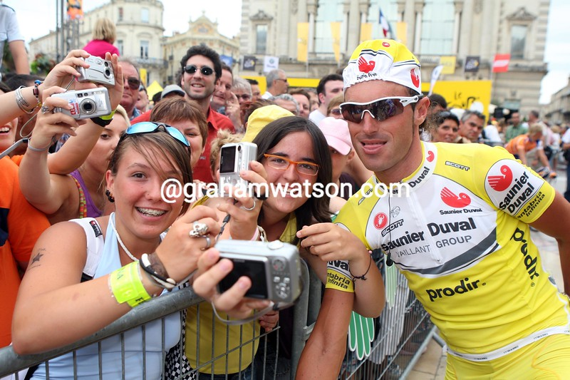 IBAN MAYO POSES WITH SPANISH FAns BEFORE STAGE TWELVE OF THE 2007 TOUR DE FRANCE