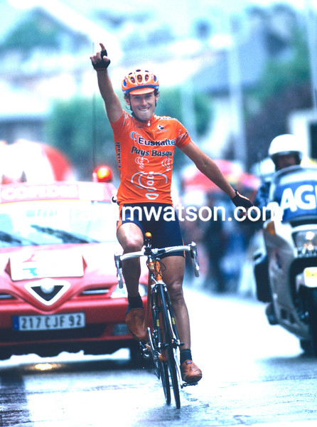Iban Mayo wins the 2001 Classique des Alpes
