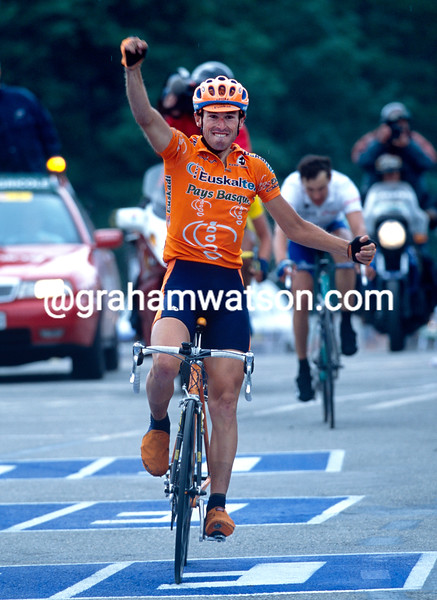 Iban Mayo wins a stage of the 2001 Dauphine-Libere