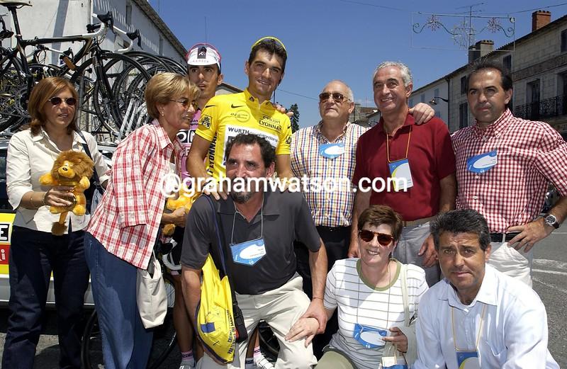 Igor and Alvaro Gonzalez de Galdeano pose with their family in Pau in the 2002 Tour de France