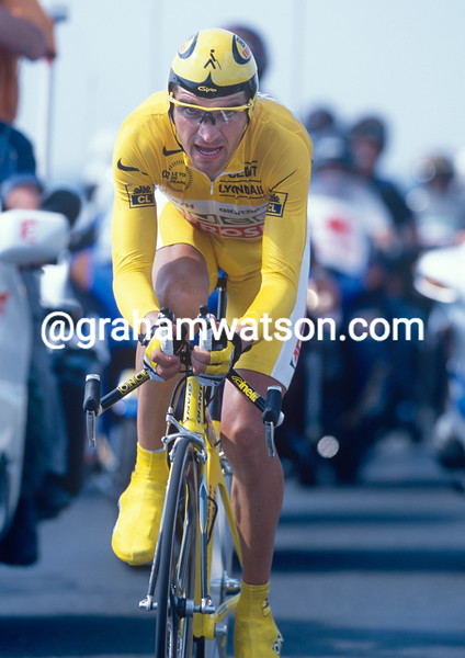 Igor Gonzalez de Galdeano on a stage of the 2001 Tour de France