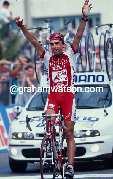 Alvaro Gonzalez de Galdeano wins a stage in the 1992 Giro d'Italia