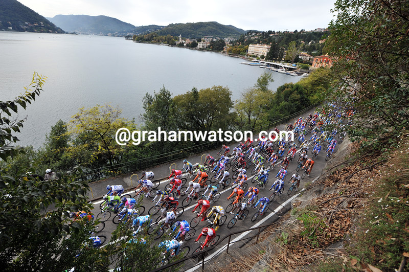 THE PELOTON CLIMBS ABOVE LAKE COMO IN THE 2009 GIRO DI LOMBARDIA