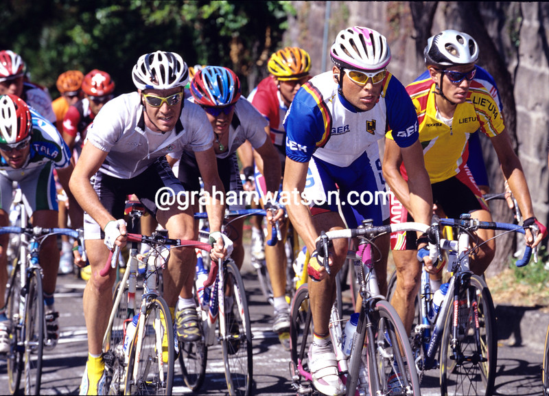 Jan Ullrich leads Chris Jenner in the 2000 Olympic Games road race