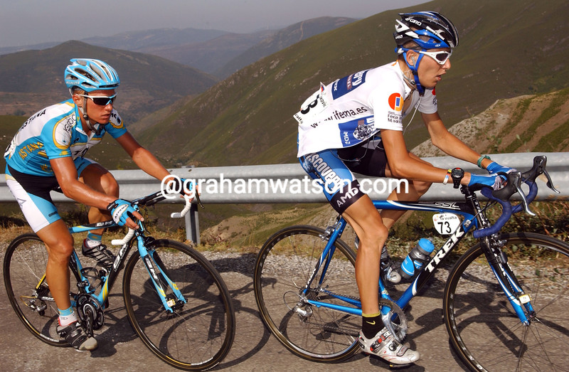 JANEZ BRAJKOVIC LEADS AN ATTACK WITH ALEXANDRE VINOKOUROV ON THE CLIMB TO ALTO DE EL MORREDERA ON STAGE SEVEN