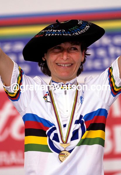 Jeannie Longo wins the 1997 World title