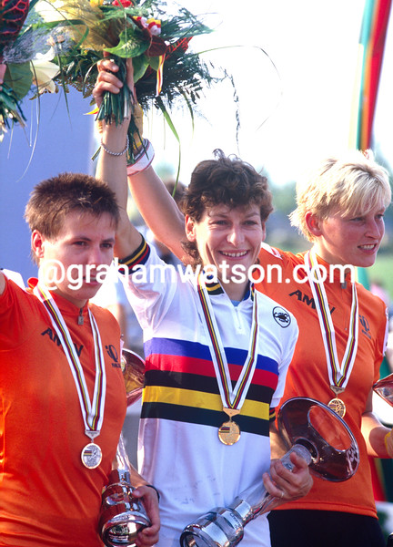 Jeannie Longo wins the 1987 World Championships ahead of Heleen Hage and Connie Rijnen