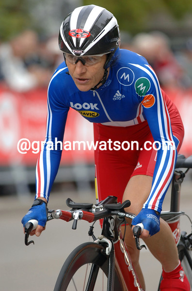 JEANNIE LONGO IN THE WOMENS ELITE TIME TRIAL AT THE 2007 WORLD CYCLING CHAMPIONSHIPS