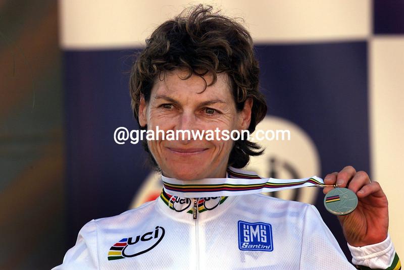 Jeannie Longo wins the 2001 World TT championship