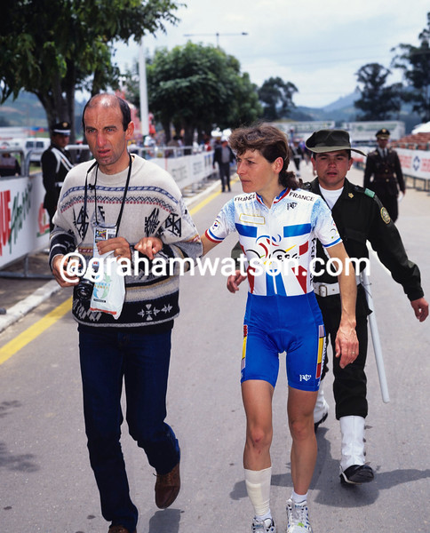Jeannie Longo with her husband after winning the 1995 World Championships